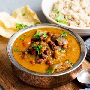 Kondakadalai Kulambu   Black Chickpeas and Brinjal Curry