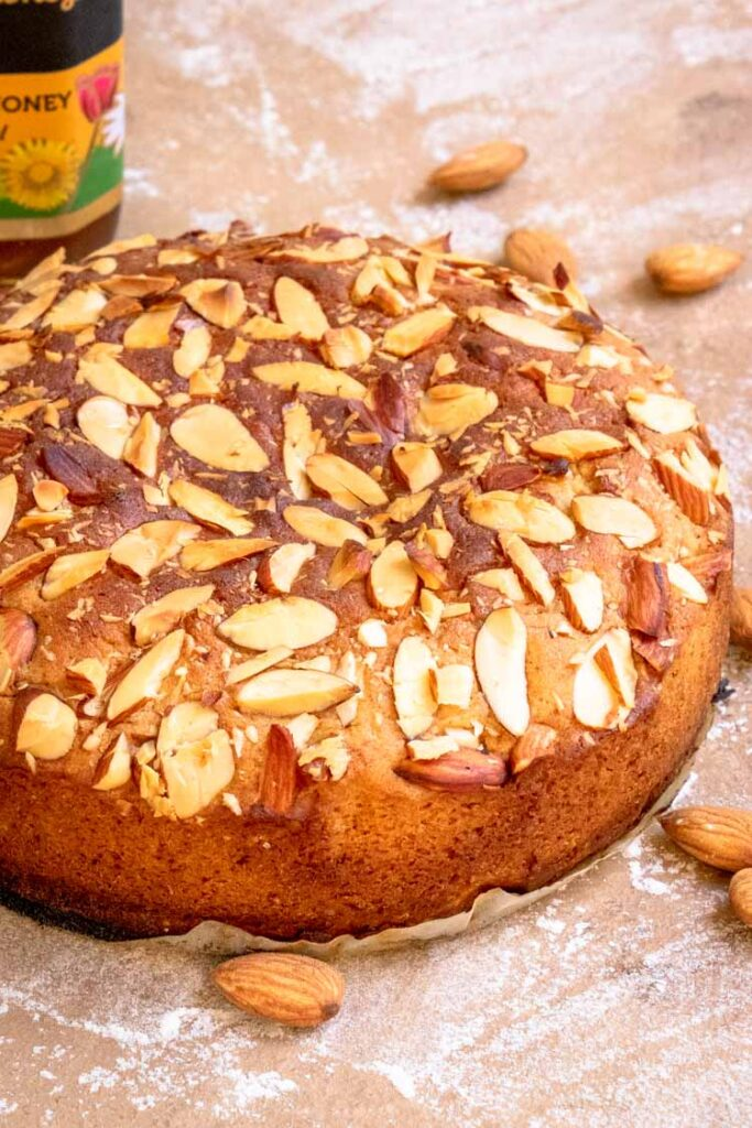 almond and honey cake, honey cake with slivered almonds on top