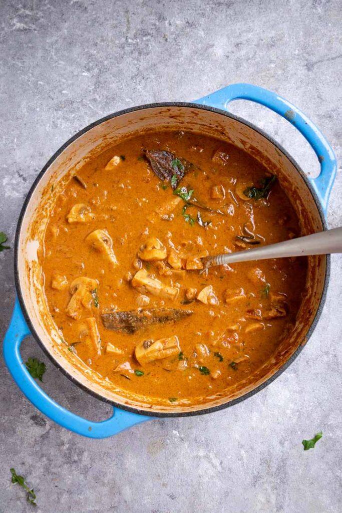 mushroom curry recipe, creamy mushroom curry in a dutch oven