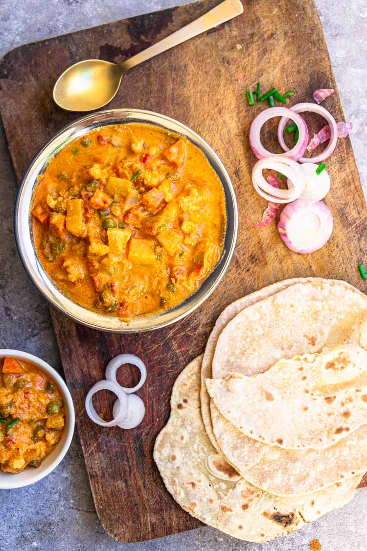 Recipe for vegetable kurma served with chapati