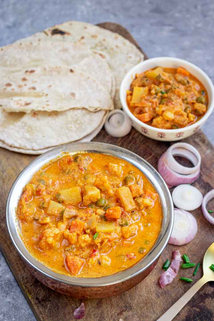 Vegetable curry restaurant style served with chapathis