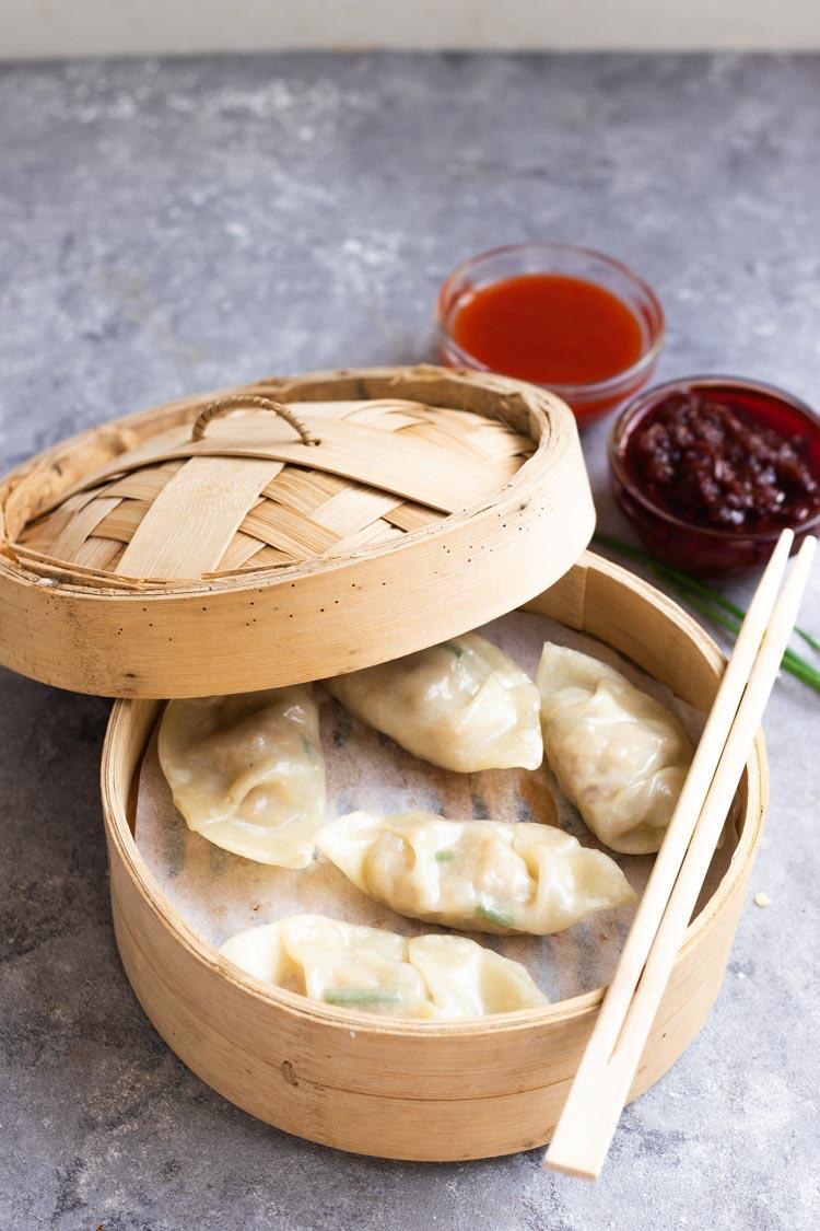 Easy chicken Dumplings recipe, dumplings in a bamboo steamer, dumplings food photography
