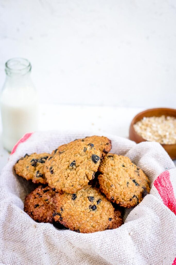 Oatmeal raisin cookies easy food photography