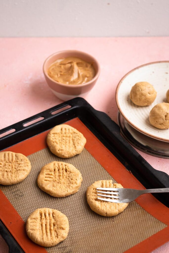 making of peanut butter cookies, ingredients of peanut butter
