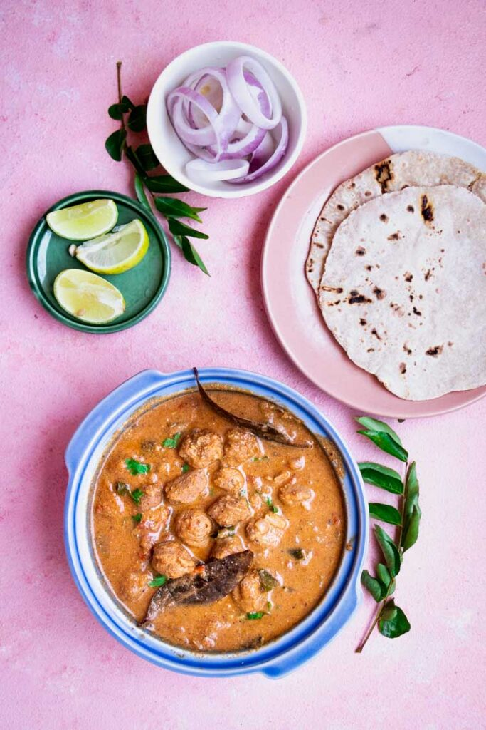 meal maker south indian style served alongside rotis, soya chunks masala