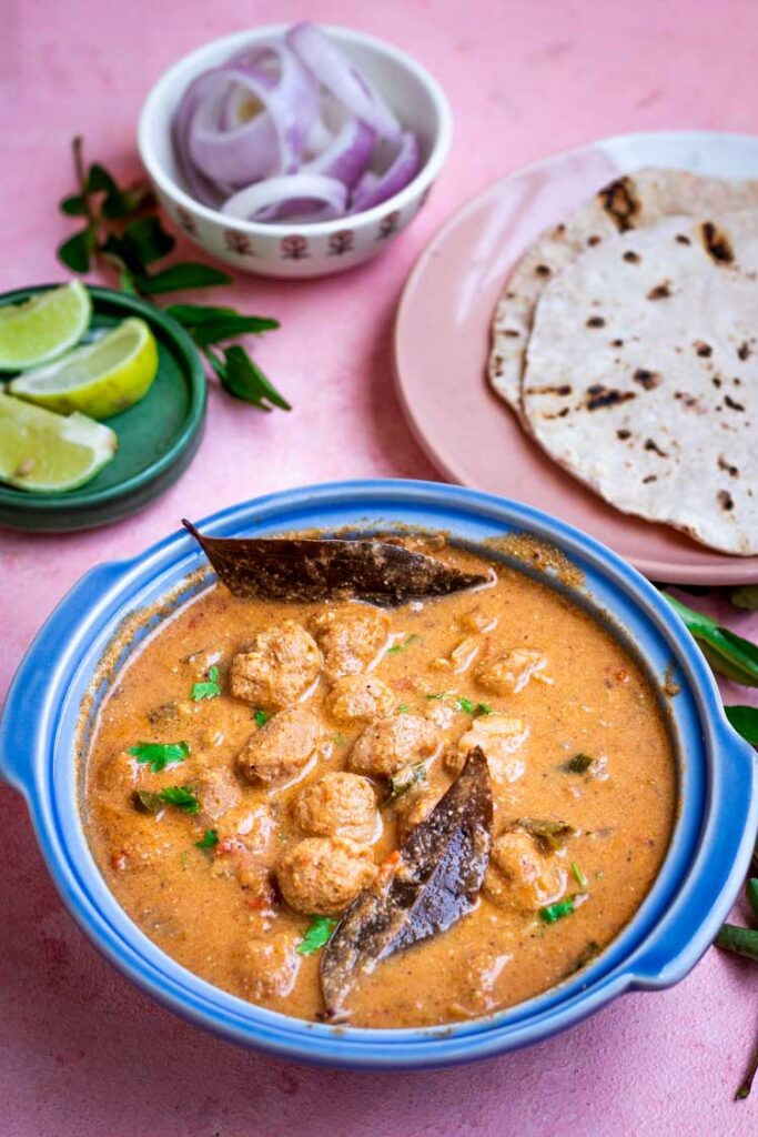 Meal maker curry served with soft chapathis, Soya chunks gravy